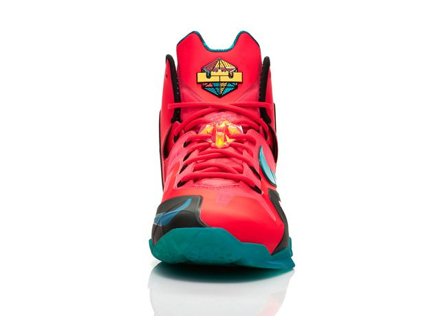 Lebron_11_Unleashed_600_front_0030_FB_28260