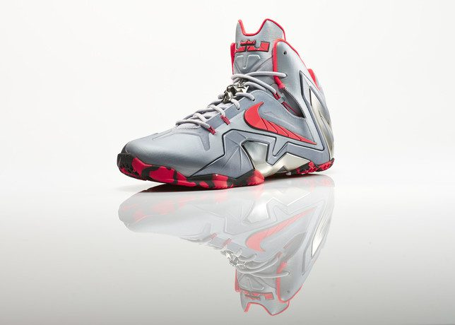Su14_BB_Lebron11_Elite_642846_001_Return_3qtr_16921_27982