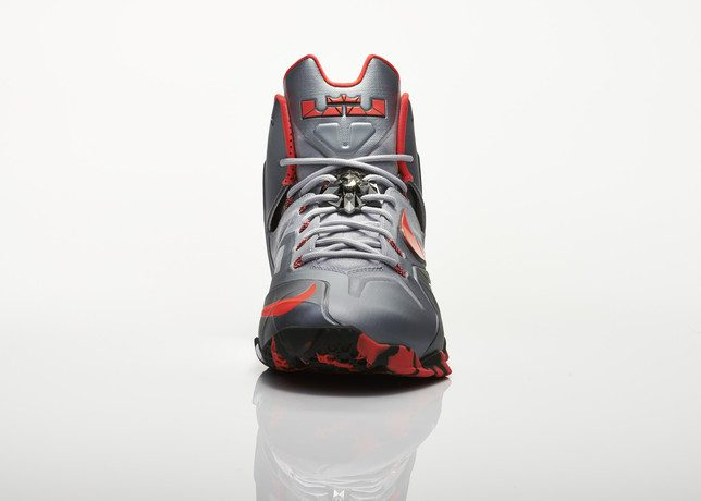 Su14_BB_Lebron11_Elite_642846_001_Return_front_0020_27984