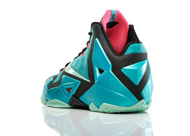 Lebron_11_Southbeach_330_3qtr_back_low_0054_FB_30174