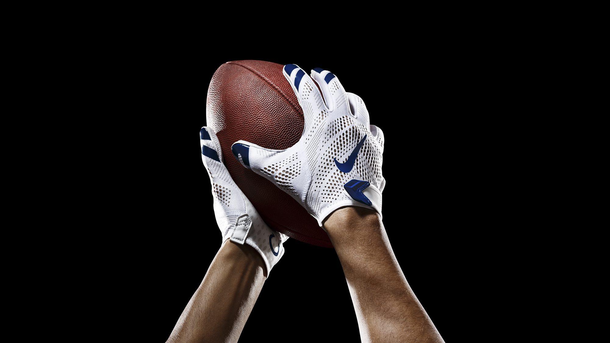 SP14_NFL_SB_TeamGloves_Ball_Colts_36853