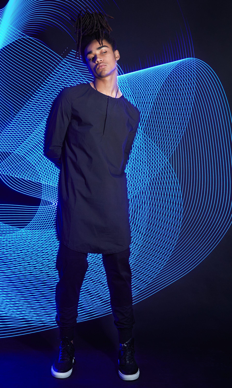 02 Guru Woven Blue Stand