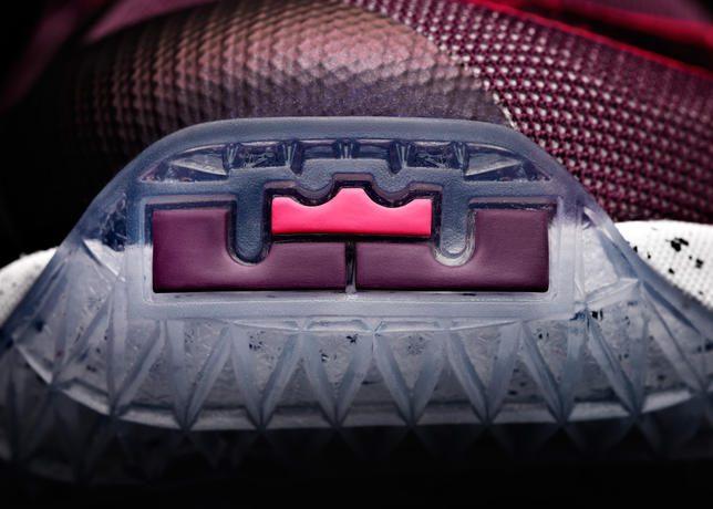 15-480_Nike_LeBron_13_0202-01_47204
