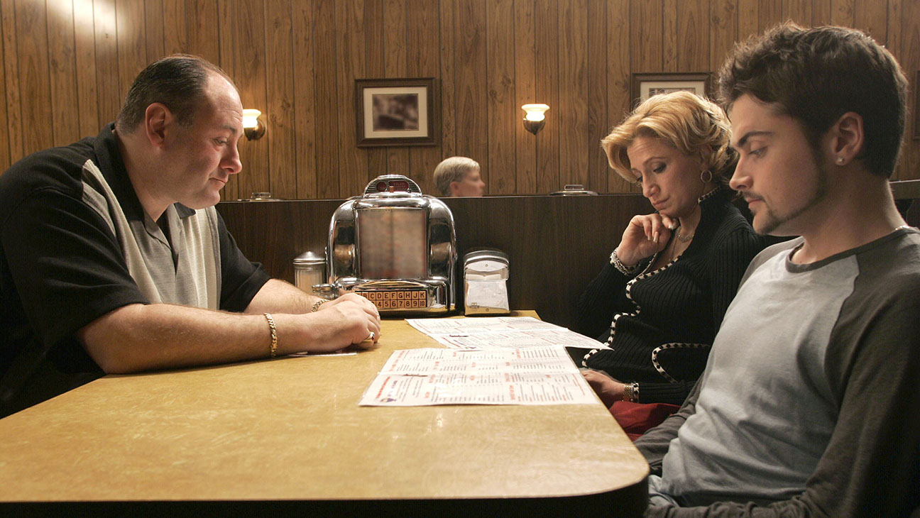 THE SOPRANOS, James Gandolfini, Edie Falco, Robert Iler, 'Made in America', (Season 6, episode 21, a
